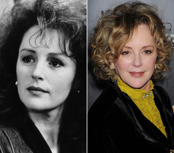 Bonnie Bedelia először a Die Hard - Drágán add az életed! című 1988-as akciófilmben alakította Bruce Willis, azaz John McLane nejét, Hollyt, majd a két évvel későbbi részben is felbukkant - állítólag a színész maga ajánlotta kolléganőjét a feleség szerepére. A ma már 66 éves színésznő azt követően leginkább tévéfilmekben és sorozatokban játszott, több éve tagja a Vásott szülők című szitkom szereplőgárdájának.