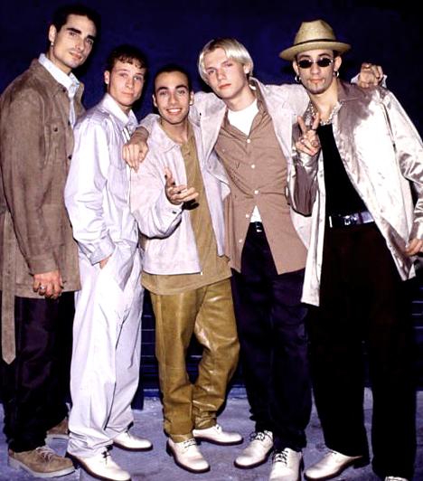 Backstreet Boys - 1993-2001  A legsikeresebb csapata volt az öt amerikai srácból - Brian Littrell, Nick Carter, A.J. McLean, Howie Dorough és Kevin Richardson - verbuválódott banda. Pocakos mackó lett a Backstreet Boys kisfiús szívtiprójából »