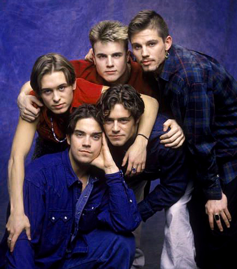 Take That - 1990-1996  	1990-ben alakult a sikeres brit fiúbanda. Gary Barlow, Howard Donald, Jason Orange, Mark Owen és Robbie Williams, az öt sármos fiatalember ostromolta a slágerlistákat és a rajongó hölgyek szívét.