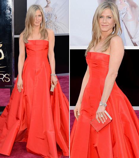 Jennifer Aniston                         Négy év után először ment el Oscar-gálára a színésznő, de most is csak azért, mert biztosan tudta, örök riválisa, Angelina Jolie távol marad a vörös szőnyegtől.