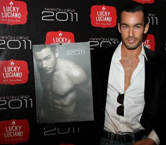 Aaron Díazt 2009-ben a People magazin felvette a 25. legszexisebb latin sztár listájára, ám a naptárral lehet, hogy javít pozícióján.