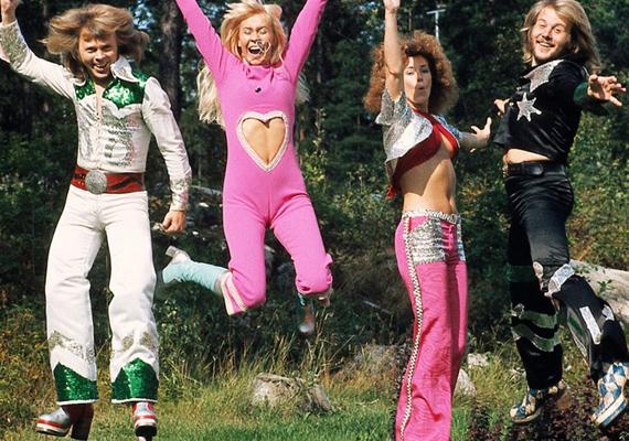 Szívecskés melegítőnadrág, flitteres cowboyegyenruha, csillogó holdjáró cipő. Ennél jobban össze sem lehetne foglalni a '70-es évek divatját.