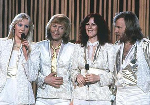 Számtalanszor fotózták az együttes tagjait fémesen csillogó ruhákban, azonban a fóliás fotójuk igazi úttörőnek számított.