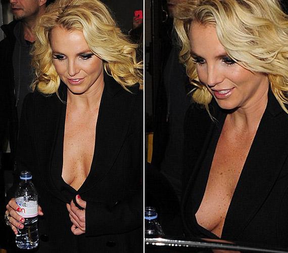 Mióta Britney Spears visszanyerte régi alakját, szívesen mutogatja bájait.
