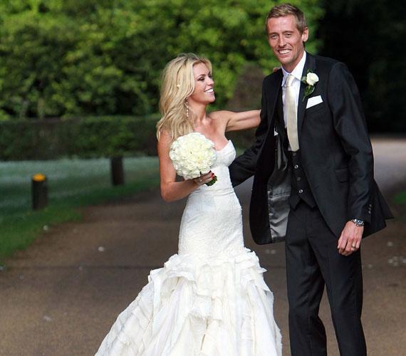 Románca Peter Crouch focistával 2006-ban kezdődött, majd 2011-ben egybekeltek, és megszületett kislányuk, Sophia Ruby.
