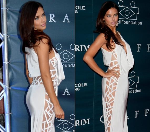 Az oldalt átlátszó betéttel díszített ruhához nem vett fel fehérneműt Adriana Lima.