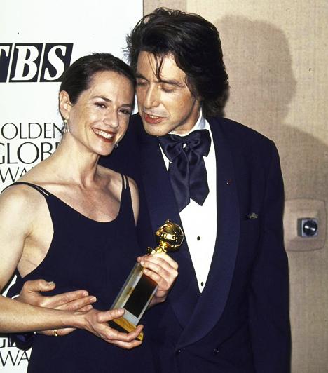 Holly HunterrelAl Pacino Holly Hunter oldalán 1994-ben, amikor Hunter megkapta a Golden Globe-díjat A zongoralecke című drámában látható alakításáért.