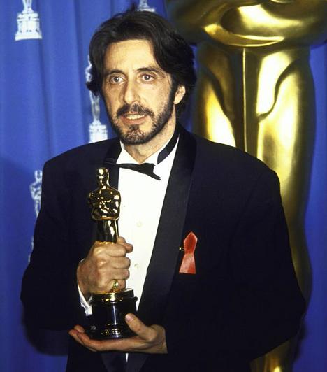 Az első Oscar-díjAl Pacino 1993-ban hét sikertelen jelölést követően kapta meg a legjobb férfi főszereplőnek járó Oscar-díjat az Egy asszony illata című filmért. Ugyanebben az évben a Glenngarry Glenn Ross mellékszerepéért is felterjesztették a Filmakadémia díjára.