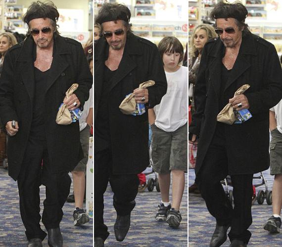 Al Pacinót ezúttal nem zavarta, hogy a lesifotósok megörökítették őket vásárlás közben.