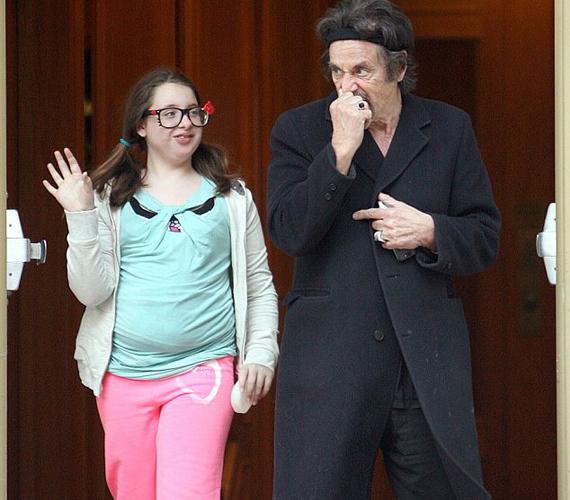 Olivia Rose 2001-ben látta meg a napvilágot, a Hair című musicalből is ismert Beverly D'Angelo és Al Pacino lányaként.
