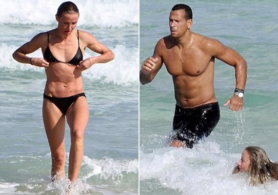A nyáron még Cameronnal szelte a habokat - még a bikinije is hasonló az új barátnőnek.