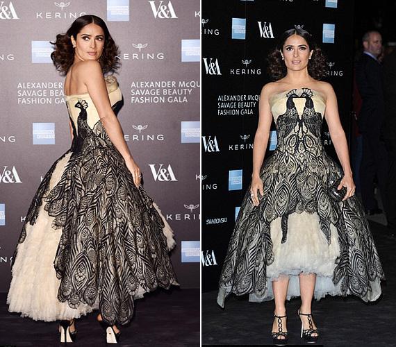 Salma Hayek pávás ruhája remekül állt a mexikói-amerikai színésznőnek, akit a férje is elkísért a rendezvényre.