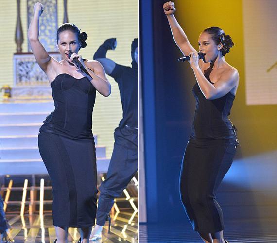 Néhány napja az amerikai X-Factorban lépett fel ebben a hasonlóan passzos, fekete egyberuhában.