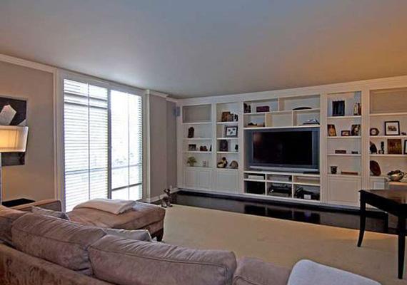 A lakás mintegy 210 négyzetméteren terül el, két hálószoba, három fürdőszoba, egy nappali és egy konyha található benne. Bár a mennyezet viszonylag alacsony, a nappali nyílt terei és a sok ablak tágasságot kölcsönöznek a lakásnak.