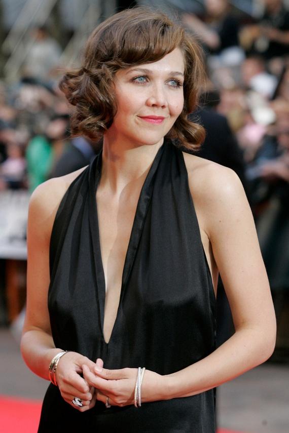 Maggie Gyllenhaalt az egyik castingon világosította fel a rendező, hogy 38 évesen hogy is képzelte, hogy egy 55 éves férfi szerelmét alakíthatja, ezekhez a szerepekhez ő már túl öreg.