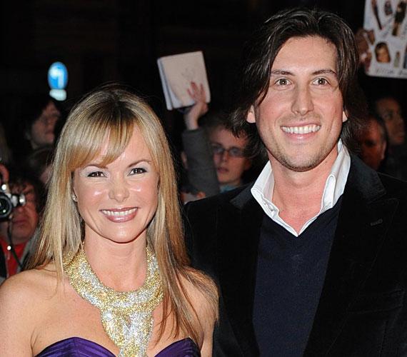 Amanda Holden 2008 decemberében ment feleségül Chris Hughes zenei producerhez.