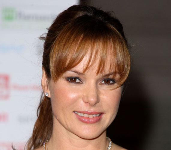 Amanda Holden 2006 januárjában adott életet első gyermekének. 2010 májusában elvetélt, 2011 februárjában pedig második gyermeke halva született.