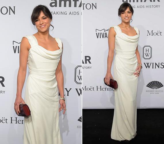 Michelle Rodriguez általában fiús karaktereket játszik a filmekben, de tud ő elegáns is lenni! Az amfAR gálára egy hófehér Vivienne Westwood ruhát választott.
