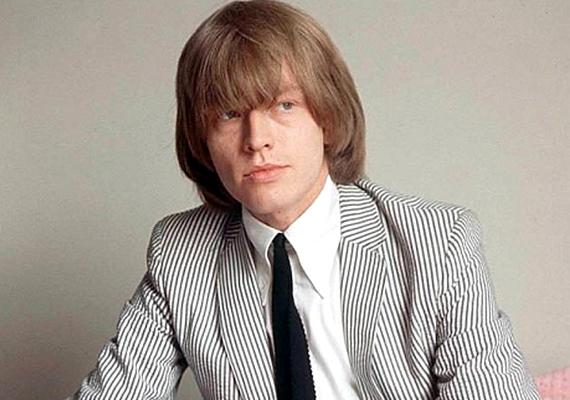 Bár Brian Jones alapította a The Rolling Stones-t, kábítószerfüggősége és neurotikussága miatt 1969-ben kirakták a saját bandájából. 1969. július 3-án belefulladt a saját medencéjébe. Először azt hitték, a drogok miatt, ám 1993-ban egy építési vállalkozó Frank Thorogood halálos ágyán bevallotta, ő ölette meg a zenészt, mert az minden kifizetést letiltott a háza átalakítása során, mivel elege lett abból, hogy mindenki becsapja.