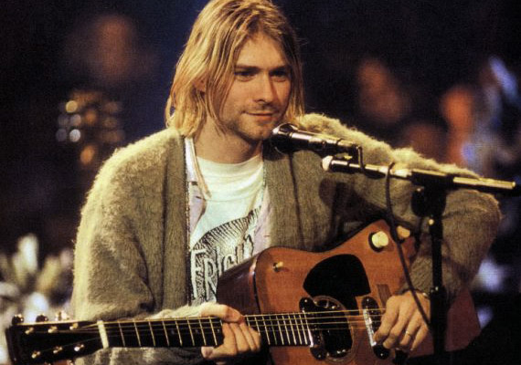 Kurt Cobain szülei válása után depressziós lett és mind többet foglalkozott az öngyilkossággal – pedig mindössze 9 éves volt. Bár kellemetlennek tartotta, de világhírű lett Nirvana nevű együttesével, sőt, a 90-es évek kultfigurájává vált. Courtney Love-val való kapcsolata alatt drogfüggő lett, házasságuk elég viharos lett. Halála körül máig folynak a találgatások. Felesége hívta ugyanis a rendőröket 1994. áprilisában, hogy férje bezárkózott egy fegyverrel a szobába. Cobain a kiérkező rendőröknek azt mondta, csak feleségétől akarta megvédeni magát. Április 5-én állítólag fegyverrel agyonlőtte magát, ám a holttest elhelyezkedése és a bemeneti seb miatt többen feltételezik, hogy gyilkosság történt. Ugyanakkor búcsúlevelet is találtak, melyben az énekes azt írja, azért akar meghalni, mert felesége nem szereti és nem akar ő is elválni, ahogy a szülei.