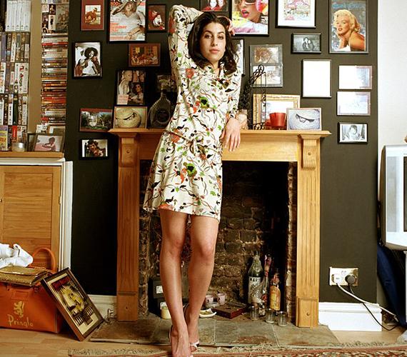Ez a különleges fotó 2004-ben, a család számára készült az akkor 21 éves Amyről, akinek ekkoriban indult be igazán a karrierje. Máshol korábban nem láthatta a közönség.