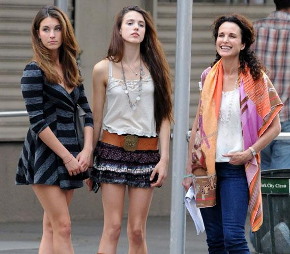 Közülük ketten lányok: Rainey és Sarah Margaret az elmúlt évek során igazán csinos fiatal hölgyekké cseperedtek.