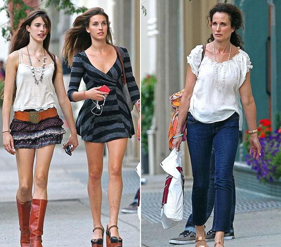 A 21 éves Rainey és a 16 éves Sarah Margaret elbűvölően néztek ki nem kevésbé csinos édesanyjuk oldalán.