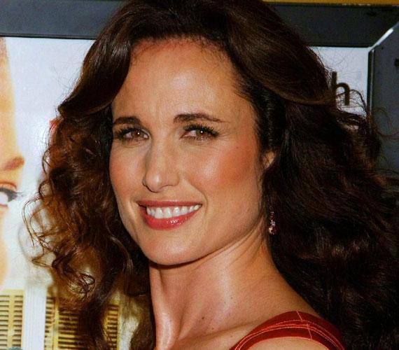 Az amerikai színésznő 2001-ben házasodott meg újra, ám három évvel később elvált második férjétől, Rhett Hartzogtól is.