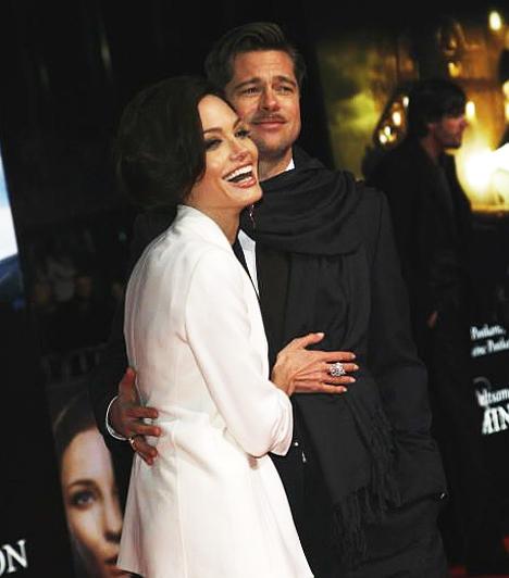 Fekete-fehérben  Mindenkit elvarázsolt a Jolie-Pitt pár eleganciája a Benjamin Button különös élete berlini premierjén, 2009 januárjában.  Kapcsolódó képgaléria: A 2011-es Golden Globe-gála legdögösebb sztárjai »