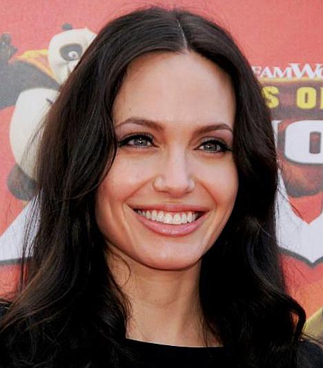 Természetes szépség  A korábban vadóc lány gyönyörű nővé érett az idők során, aki még leheletnyi sminkkel is ragyog.  Kapcsolódó cikk: Mindenkit elbűvölt! Angelina Jolie fekete csipkeruhában lépett a vörös szőnyegre »