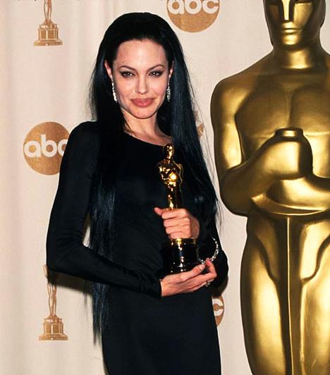Megkapta az Oscar-díjat  2000-ben, 25 évesen kapta meg élete első Oscar-díját, az Észvesztő című filmben nyújtott alakításáért.