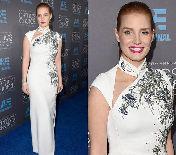 Jessica Chastain sem ragyogott úgy, ahogy szokott, fehér Antonio Berardi ruhájával mégis a jobban öltözöttek közé tartozott.