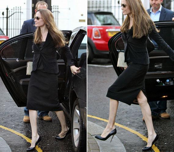 A színésznő minden bizonnyal túlzásba viszi az edzést és a diétát - mi más lenne a magyarázat ezekre a csúnya lábakra?