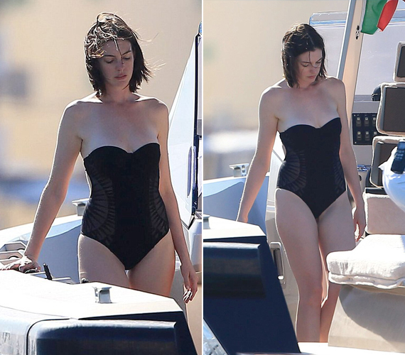 Anne nem ragaszkodik a falatnyi bikinihez, szívesen kipróbál más fazonokat is, mint például ezt a hátán merészen kivágott, ám egyrészes fürdőruhát.