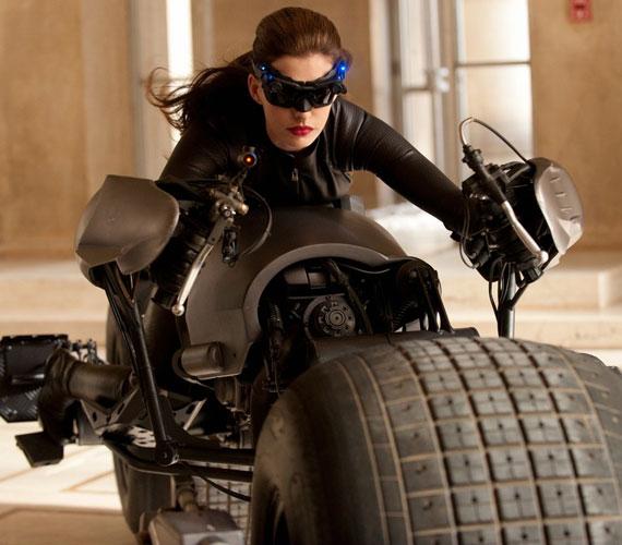 Jelenleg a The Dark Knight Rises című filmet forgatja, amiben ő testesíti meg Batman egyik ellenségét, a Macskanőt.
