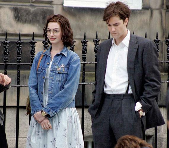 A hazai mozik október 20-án kezdték vetíteni legutóbbi filmjét, az Egy napot, amelyben Jim Sturgess szerelmét alakítja.