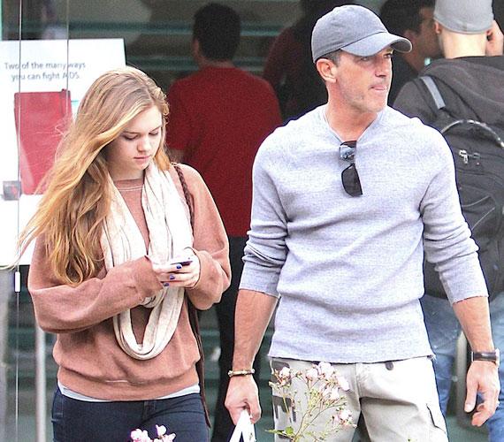 Apát és lányát Los Angelesben vásárolgatás közben kapták lencsevégre december elején.