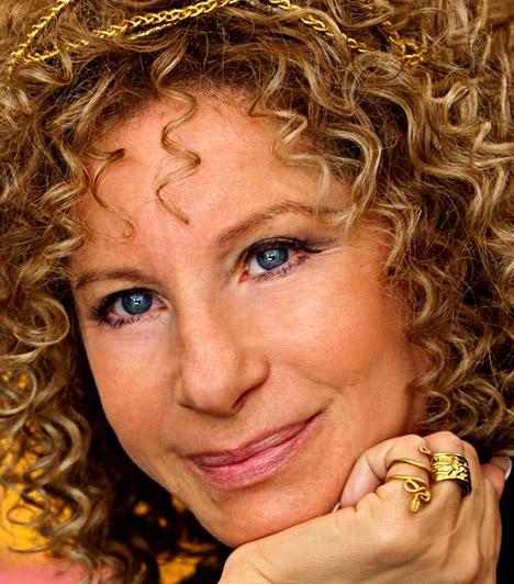 Barbra StreisandBár édesanyja le akarta beszélni a színésznői pályáról, végül csodás karriert futott be, de a zene világában is sikert sikerre halmoz. Barbra Streisand 1942. április 24-én látta meg a napvilágot.