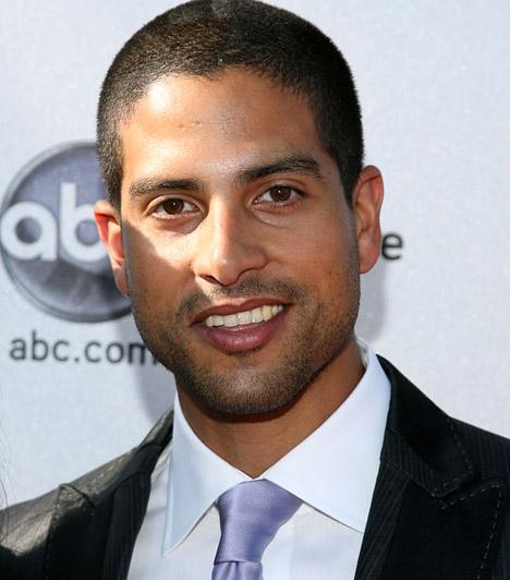Adam RodriguezA CSI: Miami helyszínelők sármos sztárja főleg a sorozatok világában sikeres. Adam Rodriguez 1975. április 2-án jött a világra.