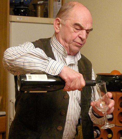 Bodrogi GyulaKossuth- és Jászai Mari-díjas színészünk kétségtelenül nemzedékének egyik legkiemelkedőbb alakja, aki 70 fölött is aktív a színpadon. Bodrogi Gyula 1934. április 15-én született.