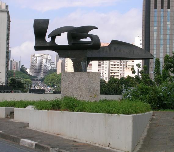 Halála után rengeteg helyen megemlékeztek róla, Brazíliában számos fontos út viseli a nevét, több szobrot és emlékművet állítottak a tiszteletére - a Sao Paoló-i Ibirapuera parkban áll a képen látható szobor. A kettős tragédiát követően a Forma 1-ben szigorítottak a biztonsági előírásokon és az imolai pályát is átépítették, hogy még egyszer ne ismétlődhessen meg hasonló.