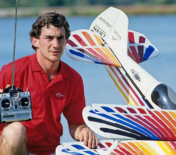 Szabadidejében is szerette a sportokat, egyebek közt futott, jet skizett, horgászott, motorozott és imádott modellrepülőgépeket reptetni, de valódi helikoptert is tudott vezetni.