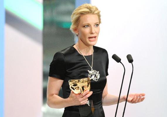 Cate Blanchett a díját a nemrégiben elhunyt Philip Seymour Hoffmannak ajánlotta.                         - Phil, a hatalmas tehetséged, a nagylelkűséged és az igazság utáni olthatatlan vágyad nemcsak nekem, de minden embernek hiányozni fog ebben a szakmában, és a közönségnek, akik annyira szerettek. Phil, haver, ez a tiéd. Remélem, büszke vagy - mondta.