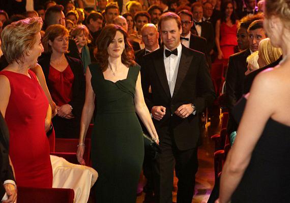 Vilmos herceget is állva tapsolták a sztárok, amikor megérkezett a színházterembe.