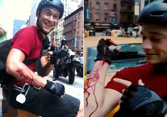Joseph Gordon-Levitt a Fék nélkül című film során sérült meg a karján, amit aztán vígan mutatott mindenkinek, aki vevő volt rá.