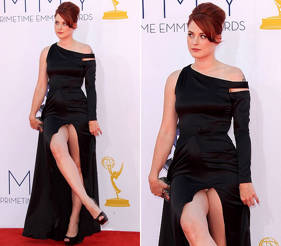 Alexandra Breckenridge színésznő az Emmy-gálán mutatott többet magából, mint szeretett volna.