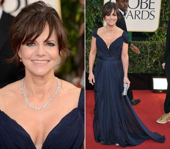 Sally Field ugyan nem nyert idén Golden Globe-ot a Lincoln című filmben nyújtott alakításáért, a 66 éves színésznőre mégis sokan fognak emlékezni - köszönhetően merész, kék estélyi ruhájának.