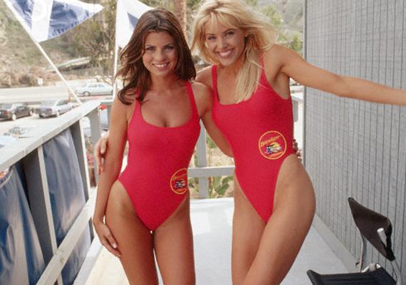 Caroline és Neely ölelkeznek a sorozatban. Gena Lee Nolinnal a forgatáson kívül is jó barátnők voltak.