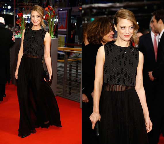 Heike Makatsch német színésznő a feketére szavazott, a ruhájának különleges felsőmegoldása mégis rafinálttá tette a megjelenését. Az Igazából szerelem 43 éves sztárjáról talán kevesen tudják, hogy évekig James Bond, azaz Daniel Craig kedvese volt.