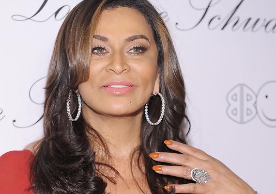 Knowles mama sminkje és frizurája mindig olyan kifogástalan, mintha egy magazin címlapjáról lépett volna éppen ki.